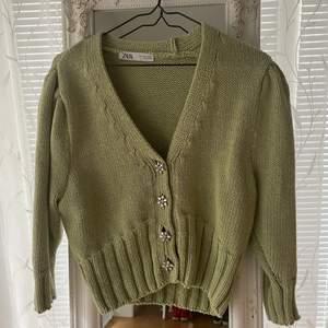 Superfin croppad tröja från Zara! Använd fåtal gånger! Frakt 66kr💖