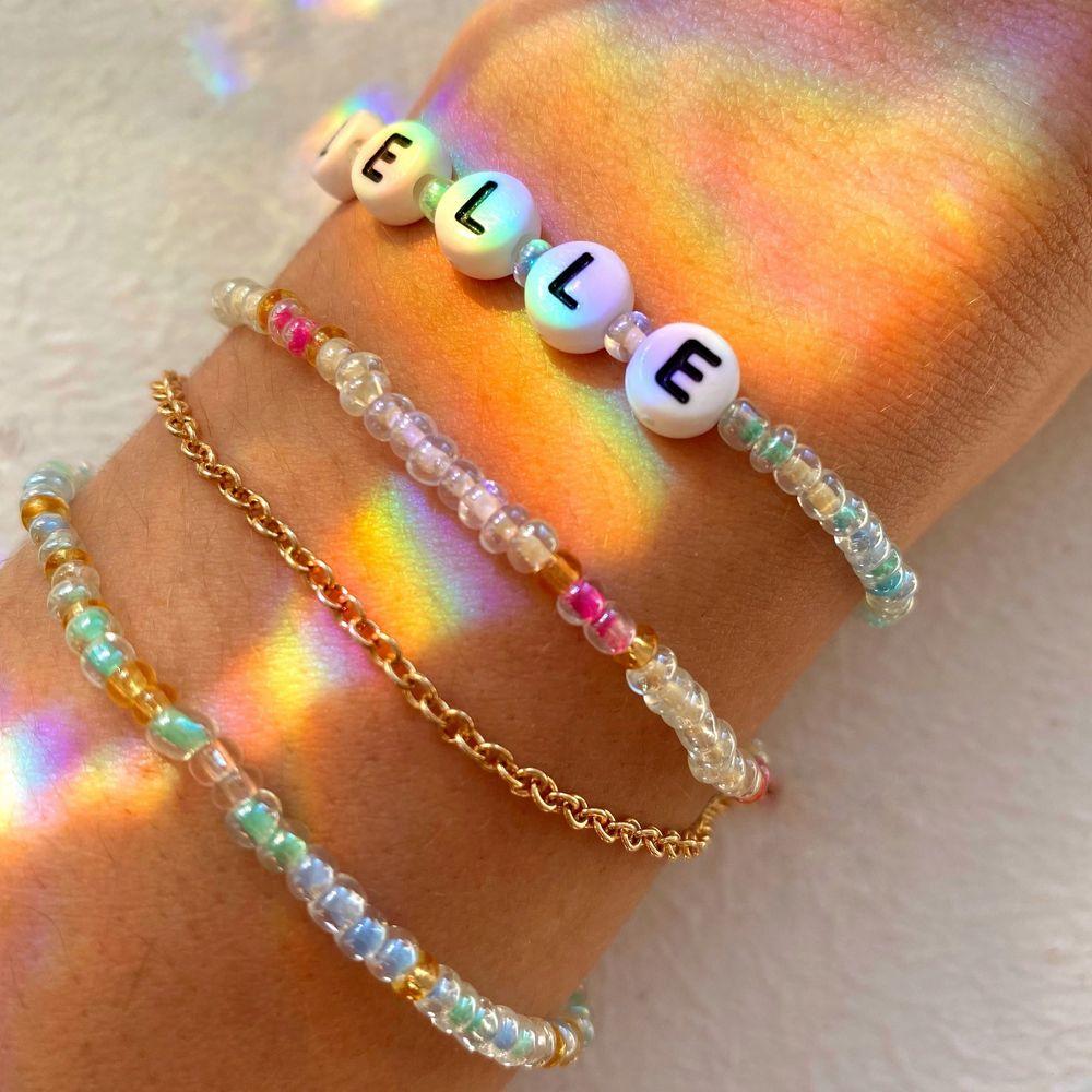Här kan du designa egna smycken som du vill ha dem! Vi gör armband (40kr) halsband (50kr) och ringar (10kr). Du väljer färg, mönster, text osv! Ja du bestämmer helt själv och vi skickar nästa dag!💕. Accessoarer.