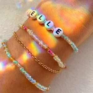 Här kan du designa egna smycken som du vill ha dem! Vi gör armband (30kr) halsband (50kr) och ringar (10kr). Du väljer färg, mönster, text osv! Ja du bestämmer helt själv och vi skickar nästa dag!💕