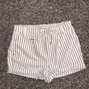 Ett par superfina shorts i mjukt material från ONLY! Storlek M men passar s också! Dom är aldrig använda! Köparen står för frakten! Skriv vid frågor☺️
