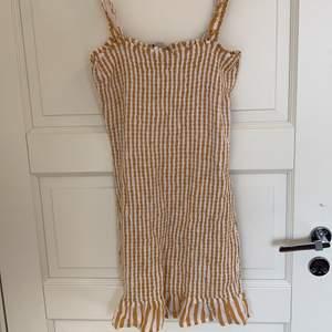Superfin klänning från bershka, dock för kort för mig som är 1,76. Perfekt till sommaren
