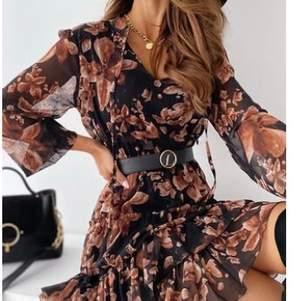 Nu har min butik i Londonbörsens gått på konkurs, och jag har massor av kläder kvar som jag vill sälja. Dessa klänningar har jag i olika storlekar .Pris:från 499kr