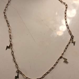 Jättefint guld halsband med blixtar❤️ 30kr + frakt ❤️ köpt för 79kr