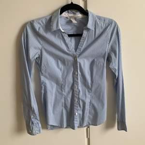 Superfin skjorta ifrån HM storlek 34. Fint skick!!🦋 köpare står för frakt💫