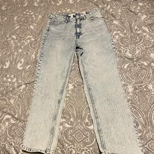 Fina wideleged jeans i  storlek s/m i nyskick. (Endast testade)