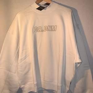 Helt ny sweater köpt på asos med tags kvar. Nypris: 617:- FRI FRAKT!!