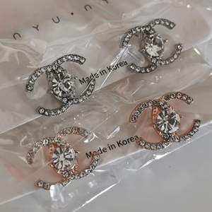 Nya CC örhängen. Fejk Chanel. Silver eller guld, 150:-/st. Köpare betalar frakt