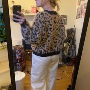 Jätte mysig fluffig leopard tröja, köpt på H&M för några år sedan.
