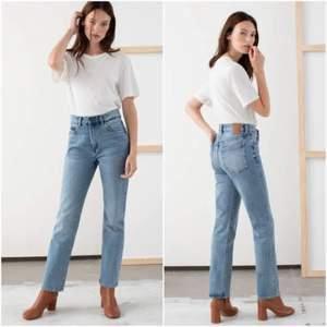 Jeans från & other stories i storlek 25. Använda ett fåtal gånger. Köparen står för frakten som ligger på 65 kr och betalning sker via swish💕