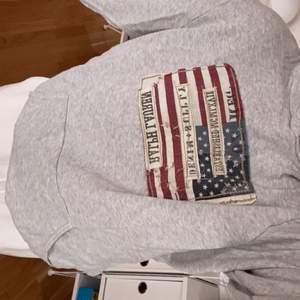 I princip oanvänd hoodie, tror den är tvättad max 2 gånger. Strl M herr