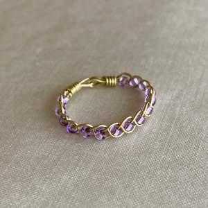 Handgjord ring 🔮. Kan göra efter önskemål om färg och storlek vid förfrågan. För att se fler ringar kika gärna mina tidigare inlägg ☺️