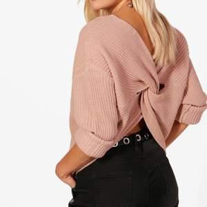 Säljer denna stickade tröja från Boohoo, bra skick och passar ca XS-M, hör av dig om du vill ha fler bilder 😊