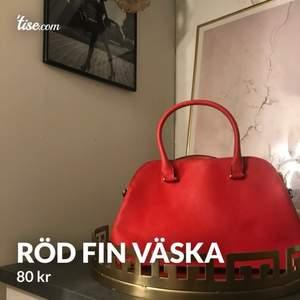 Fin röd väska ifrån hm, 80kr🥰
