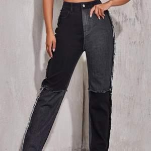 Säljer dessa snygga jeans som jag endast använd en gång. Har klippt bort lite av det fransiga på sidorna då jag tyckte det var snyggare så. 150kr+frakt/högsta bud