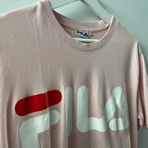 Vanlig Rosa Fila T-shirt med tryck