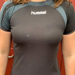 Svart träningströja från Hummel i storlek S