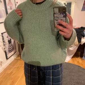 Säljer denna jättefina mint  stickade tröjan!💕 säljer för att jag inte har använt den på ett väldigt långt tag!