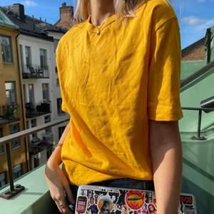 Sjukt cool limitens edition tröja från EtsyxHm💛💛