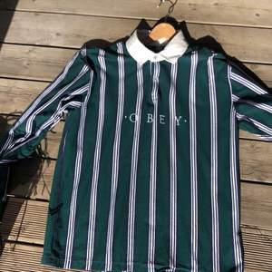 Hej! Säljer nu min Obey tröja eftersom jag nästan aldrig använt den! Använd 2 gånger så den är i väldigt bra skick!