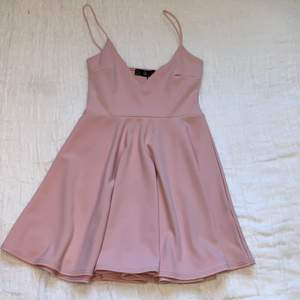 Really pretty and soft skater dress, new with tags // New condition // Buyer pays for shipping (even though it says frees shipping in the post)
