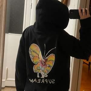 Svart oversized supreme hoodie i fint skick