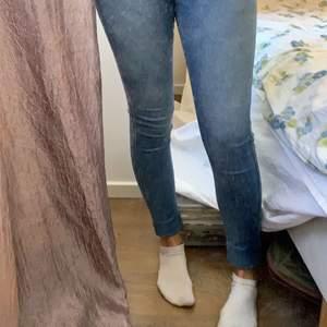 Fina skinny jeans från dr denim, användna 1/2 gånger. Nypris är 500 och jag säljer dessa för 100kr.