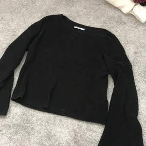 STRL S. Ballongärmar. Världens mysigaste tröja 🥺🥺 från nakd. 💓💓💓 använd ett fåtal ggr,  3-4 ggr men inte nå fel på den!