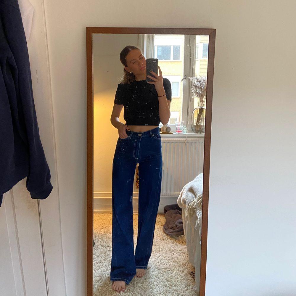 Super fina jeans i en blå modell! Säljer pga att dem inte kommer till användning💙. Jeans & Byxor.