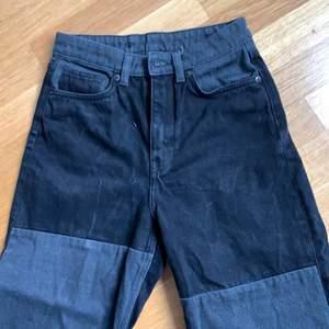Säljer dom här snitsnygga monki jeansen som jag köpte för nåt år sen❤️  säljer ganska dyrt då jag köpte dom dyrt. köparen står för frakt!
