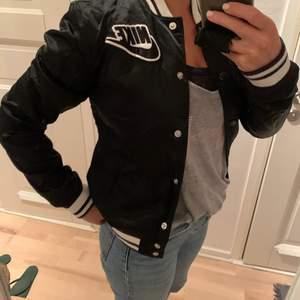 Snygg Nike vintage jacka i väldigt bra skick