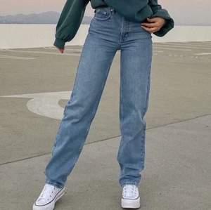 Väldigt fina jeans från NA-KD som jag har två st av och tänkte sälja ena. Helt ny.