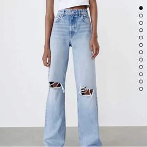 Finaste jeansen från Zara⚡️ köpta för 399kr men säljer för 190+ frakt för att dom inte kommer till användning🙌🏼 pris kan diskuteras och egna bilder skickas privat❤️