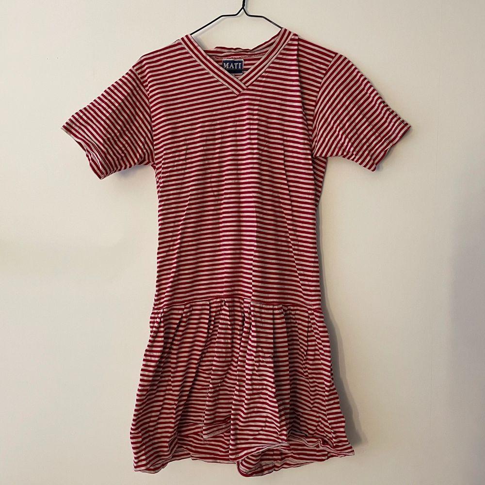 Jättefin klänning! Älskar men använder inte! Frakt 66kr!🦋. Klänningar.