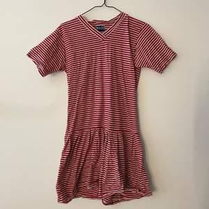 Jättefin klänning! Älskar men använder inte! Frakt 66kr!🦋