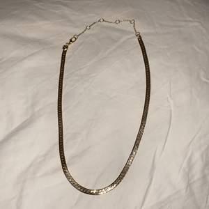 """Halsband med """"stelare"""" kedja. Ca 44 cm. Aldrig använt."""