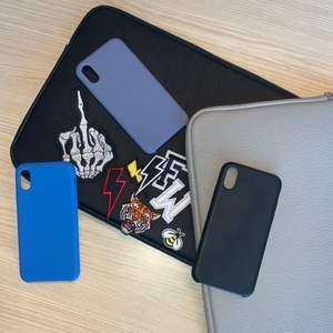 Jag och min kompis har saker kvar från vårat uf företag som vi helst vill bli av med. Det är mobilskal av hårt silicon samt patches som antingen fästs med hjälp av klister på skalen men kan också strykas på kläder om man tar bort klistret. De mobilskal som finns är: SVART- iPhone 12/XR, BLÅ- iPhone X/XS/7-8 Plus/XR, GRÅ- iPhone 7/8/X/XS, BEIGE iPhone XR. Bokstavspatches finns i svart och vitt i A, B, E, V och T samt i svart C och J och vitt L De pastches som inte finns är gul blixt, röd blixt och biet, svartvit blixt. Mobilskal kostar 50kr och patches 15kr samt en fraktavgift på 11kr. 💕