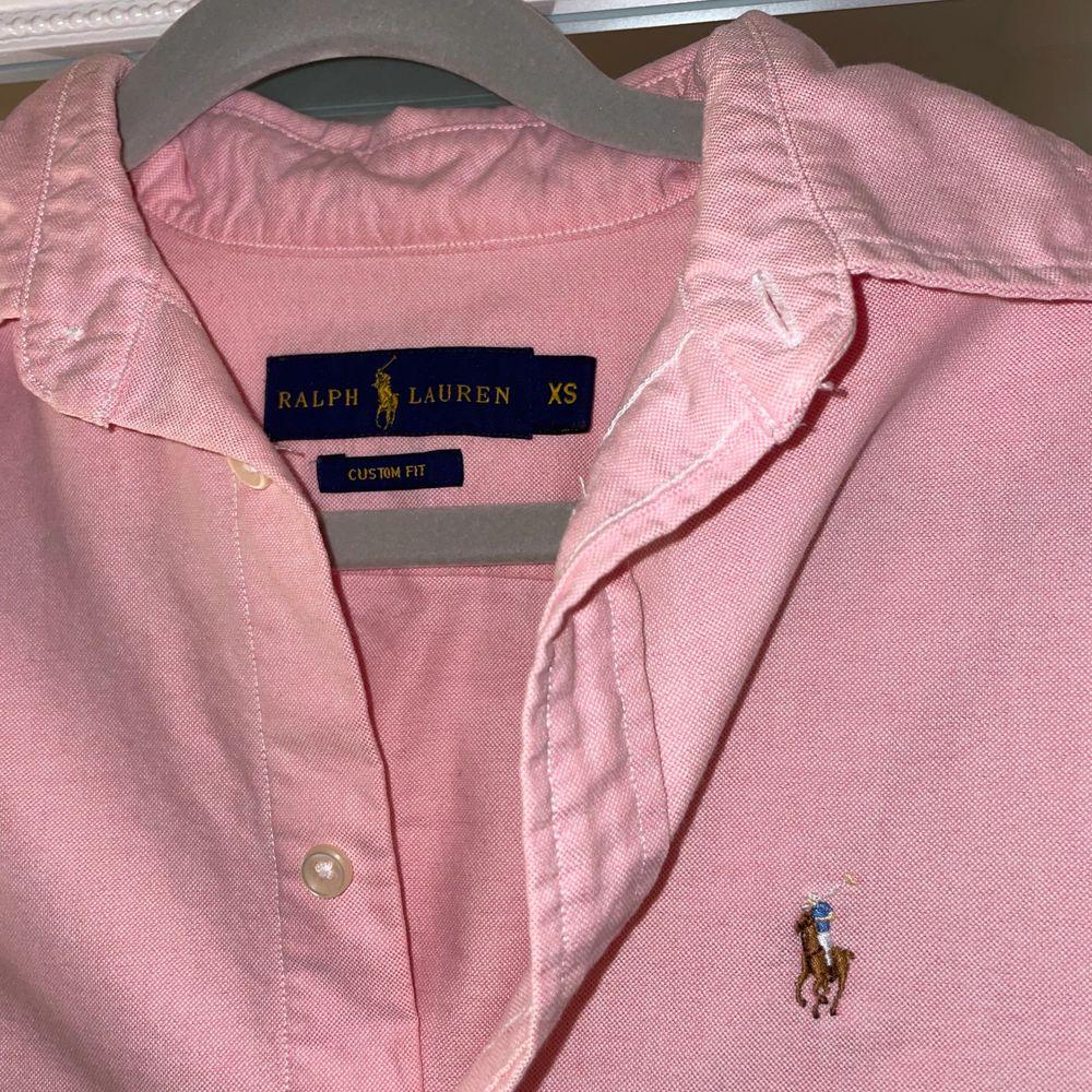 Rhalp lauren skjorta storlek Xs, helg ny aldrig använd. Nytt pris 500kr. Skjortor.