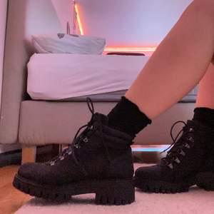 Fina boots från pace, har bara använt 3-4 gånger så de är i bra skick. Köpta för 800 så jag säljer för 400 + frakt 😊