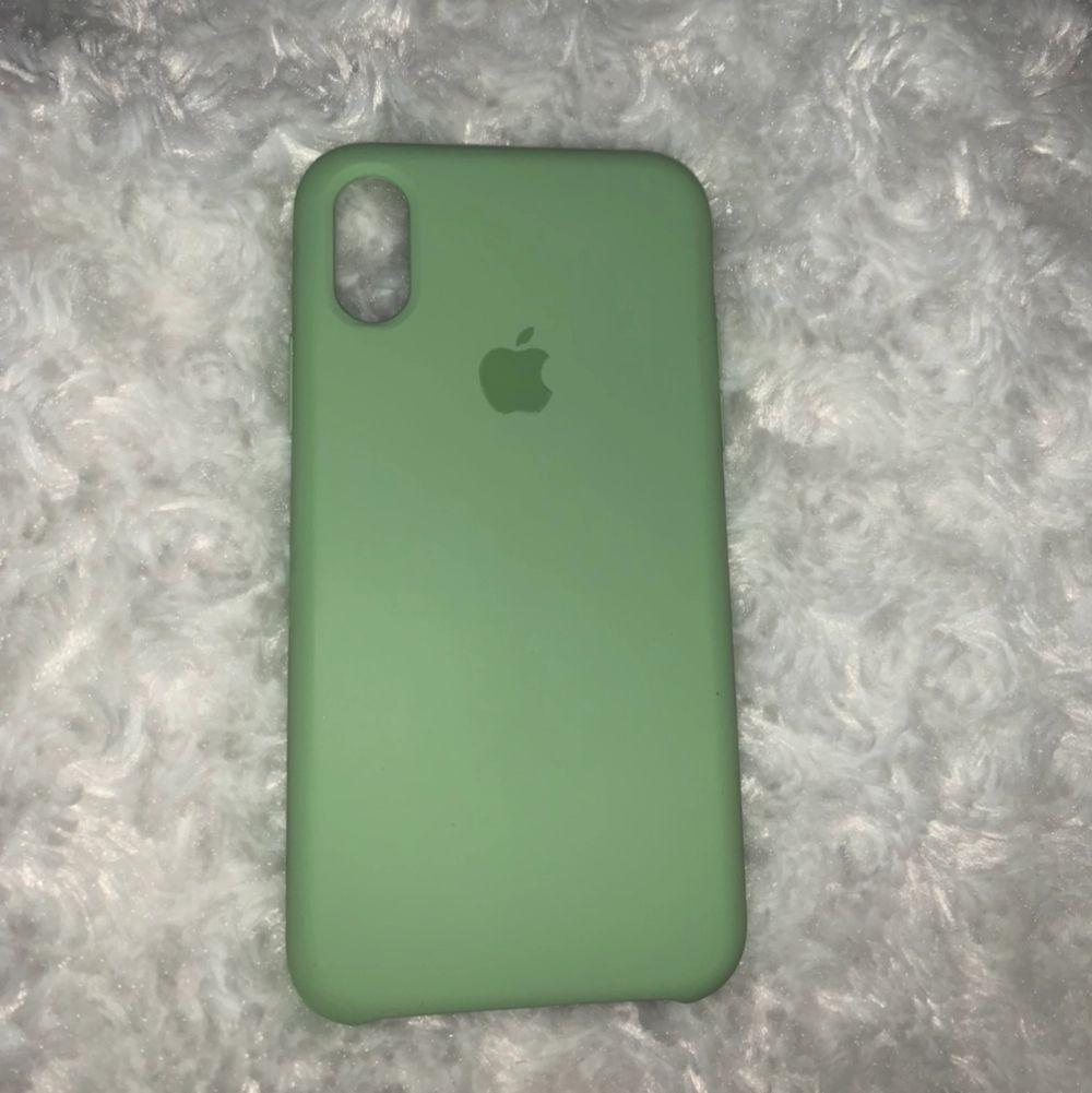 En pastell grönt iPhone skal iprincip ny köpte den för någon månad sedan 🥰. Accessoarer.