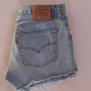 Levi's 501 jeansshorts. Storlek: W31 (midjemått ca 77,5 cm). Bra skick.