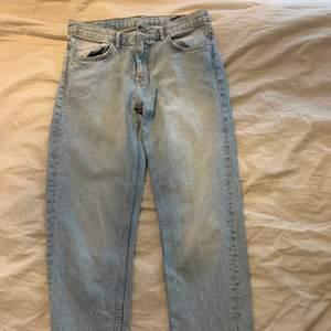 Knappt använda blåa jeans som passar 38!