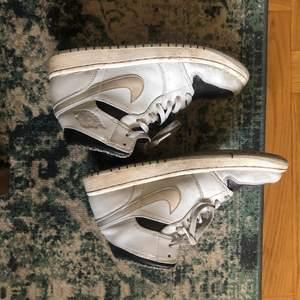 Jordan 1! Lite smutsiga men efter en tvätt är dom så gått som nya igen!