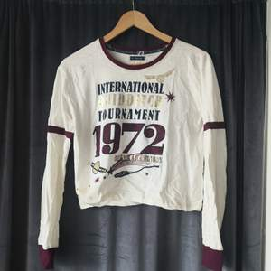 Harry Potter tröja köpt på Primark. Skulle säga att den passar S-M bäst, men även L om man vill att den ska sitta tight.