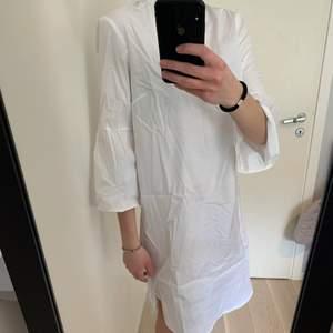 Skjortklänning från H&M! Perfekt till sommaren :) Saknar skärpet!