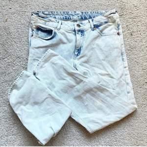 Säljer sååå snygga jeans från Monki! Waist 25, passar storlek S🤍