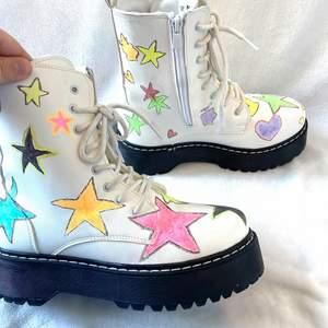 Omgjorda handmålade boots. Gratis frakt ❣️❣️ (oanvända)) fixade med färgen så det inte ska gå bort i regn🥝