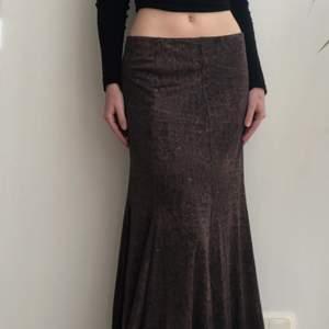 Brun kjol som är i nyskick och aldrig använd, 150kr + frakt 🌙