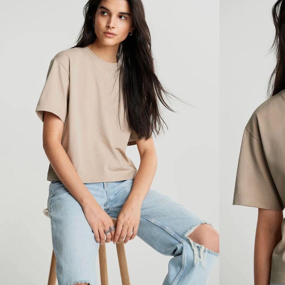 Beige T-shirt från gina tricot storlek xs. Använd en gång🤎😛. T-shirts.