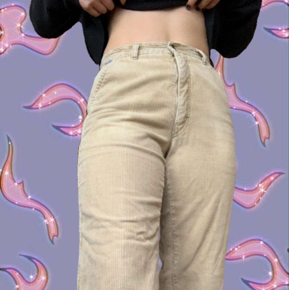 Skit snygga manchesterbyxor, knappt använda!🤩 . Jeans & Byxor.