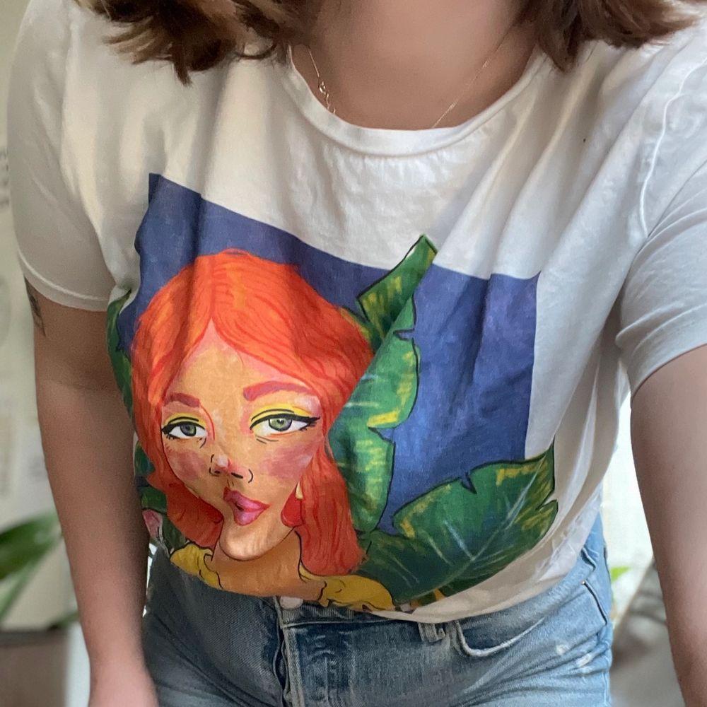 Fin t-shirt från Zara! Kommer inte till användning! . T-shirts.